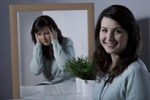 kvinde med lavt selvværd